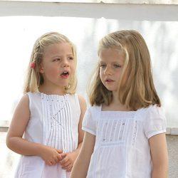 Las Infantas Leonor y Sofía en el segundo día de regatas 2011