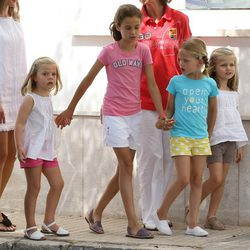 Las cuatro nietas de los Reyes en el segundo día de regatas 2011