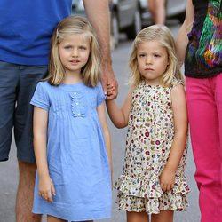 Las hijas de los Príncipes de Asturias en el concierto de Jaime Anglada
