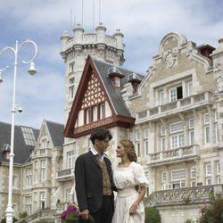 Yon González y Amaia Salamanca muy cómplices en la presentación de 'Gran Hotel'