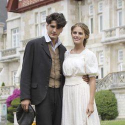 Yon González y Amaia Salamanca en la presentación de la serie 'Gran Hotel'