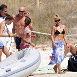 La Duquesa de Montoro, su hija y unos amigos en Ibiza