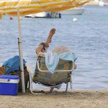 La Duquesa de Alba estira la pierna en Ibiza