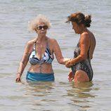 La Duquesa de Alba se remoja en Ibiza
