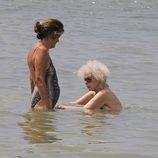 Cayetana de Alba se da un chapuzón en Ibiza