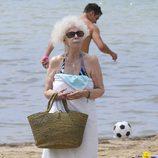 Cayetana de Alba disfruta de sus vacaciones en Ibiza
