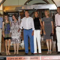 Los Príncipes, los Reyes, las Infantas Elena y Cristina y el Duque de Palma en la cena del 30º Aniversario de la Copa del Rey de Vela