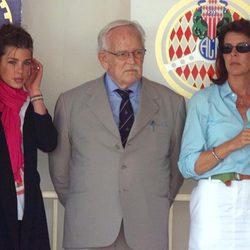 Carlota Casiraghi junto a Rainiero y Carolina de Mónaco en 2000