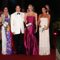 Los hermanos Grimaldi y Charlene de Mónaco en el Baile de la Cruz Roja 2011