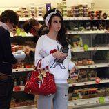 Cher Lloyd, de compras por Londres