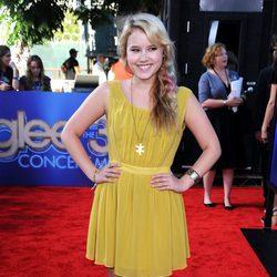 Taylor Spreitler, de 'Melissa & Joey', en la première de 'Glee'