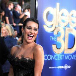 Lea Michele sonriente en la première de 'Glee'