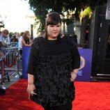 Ashley Fink en la alfombra roja de 'Glee'