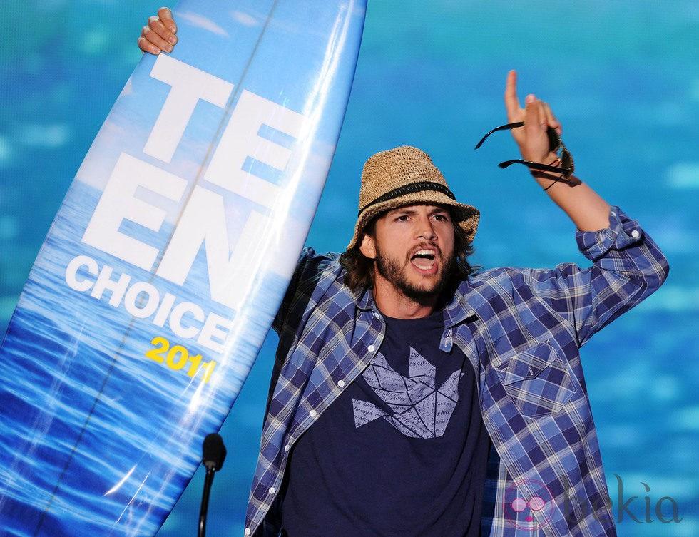 Ashton Kutcher en los Teen Choice Awards 2011