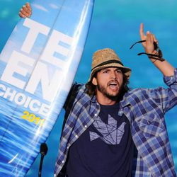 Ashton Kutcher en los Teen Choice Awards 2011