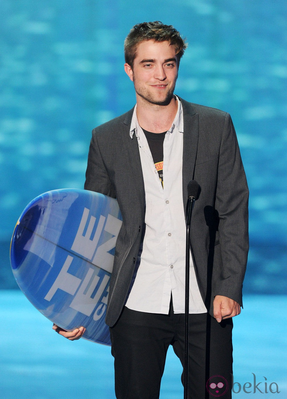 Robert Pattinson premiado en los Teen Choice Awards 2011