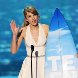 Taylor Swift recoge su premio en los Teen Choice Awards 2011