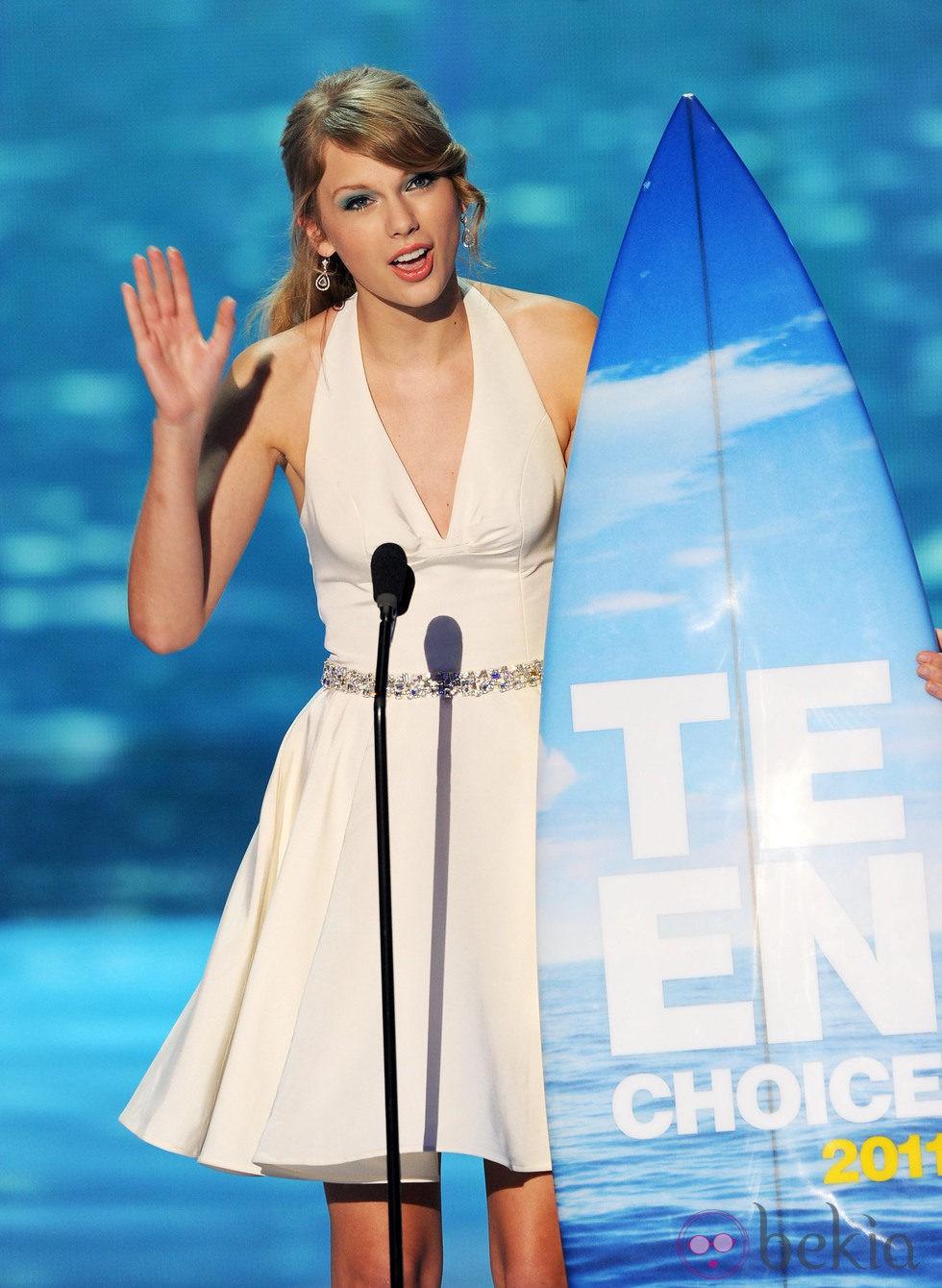 Taylor Swift recoge su premio en los Teen Choice Awards 2011