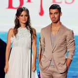 Rachel Bilson y Joe Jonas en los Teen Choice Awards 2011
