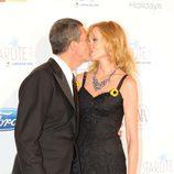 Antonio Banderas y Melanie Griffith besándose en la Gala Starlite de Marbella 2011