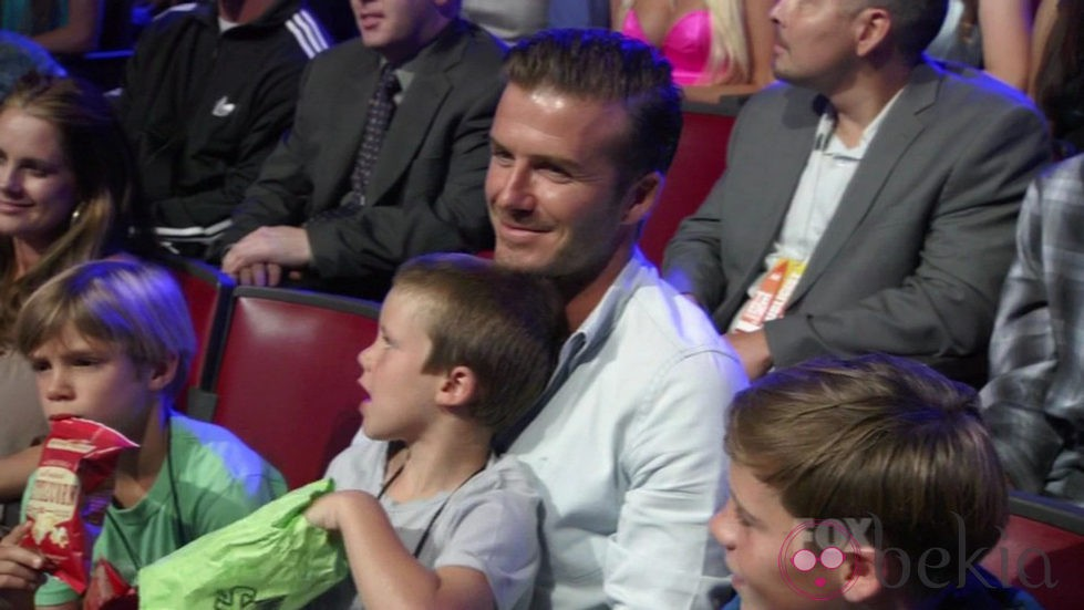 David Beckham y sus tres hijos en los Teen Choice Awards 2011