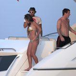 Leo Messi, Antonella Roccuzzo y Dani Alves de vacaciones en Ibiza