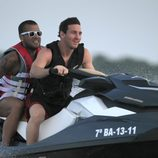 Leo Messi y Dani Alves surcan los mares a bordo de una moto acuática