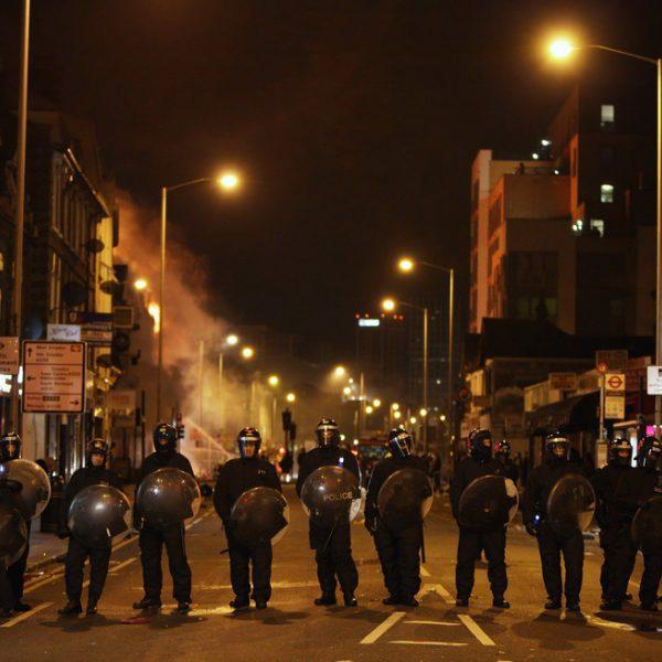 Incendios, ataques y saqueos en los disturbios de Londres