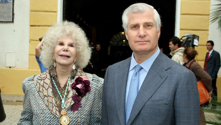 La Duquesa de Alba y su hijo Carlos Fitz-James Stuart