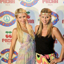 Nicky y Paris Hilton en la fiesta 'Flower Power' en Ibiza