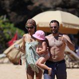 Alessandra Ambrosio presume de marido e hija en Hawai