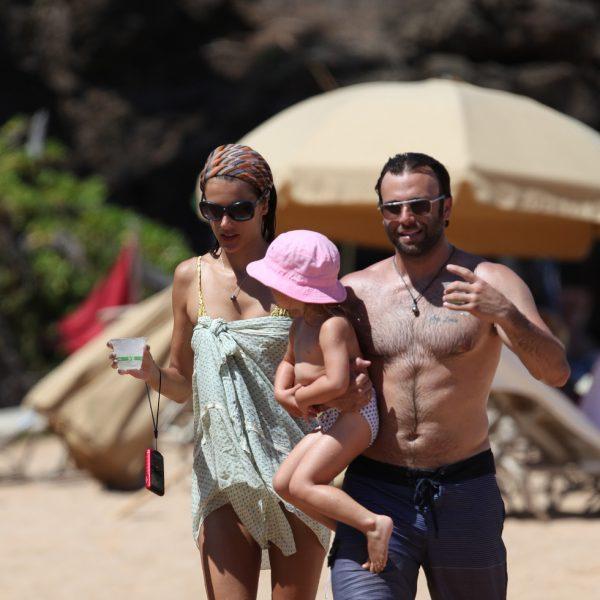 Alessandra Ambrosio, un sexy ángel de vacaciones en Hawai