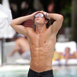 Diego Forlán luce su cuerpo en Miami Beach