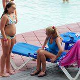 Belén Esteban y su hija Andrea en la piscina