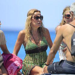 Ana Obregón y unos amigos de vacaciones en Formentera