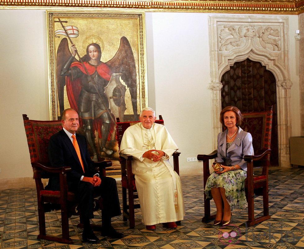 Los Reyes de España junto al Papa Benedicto XVI