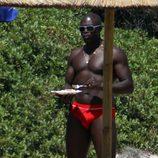 Seal presume de torso desnudo en Porto Cervo