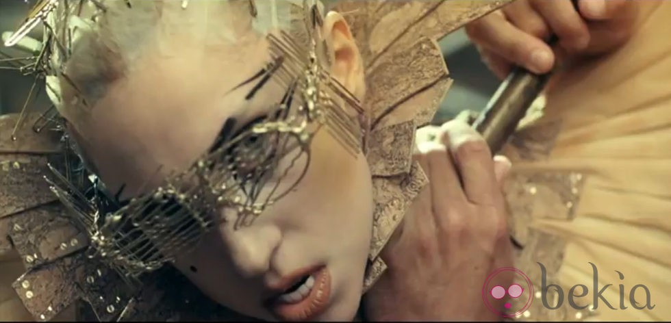 Lady Gaga al más puro estilo Frankenstein en el videoclip 'You and I'