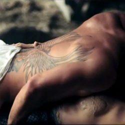 Lady Gaga mantiene sexo con un hombre en el videoclip 'You and I'