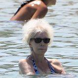 La Duquesa de Alba se da un chapuzón en Ibiza