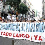 Pancarta pidiendo un Estado Laico en la manifestación laica