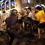 La policía carga contra los manifestantes de la marcha laica