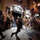 Un policía y un manifestante intentan agredirse tras la marcha laica