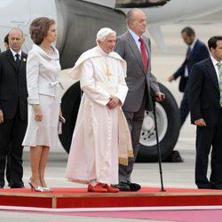 Don Juan Carlos y Doña Sofía reciben al Papa Benedicto XVI en Madrid