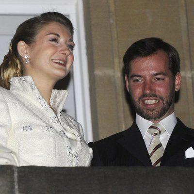 Guillermo y Stéphanie de Luxemburgo disfrutando de los fuegos artificiales tras su boda