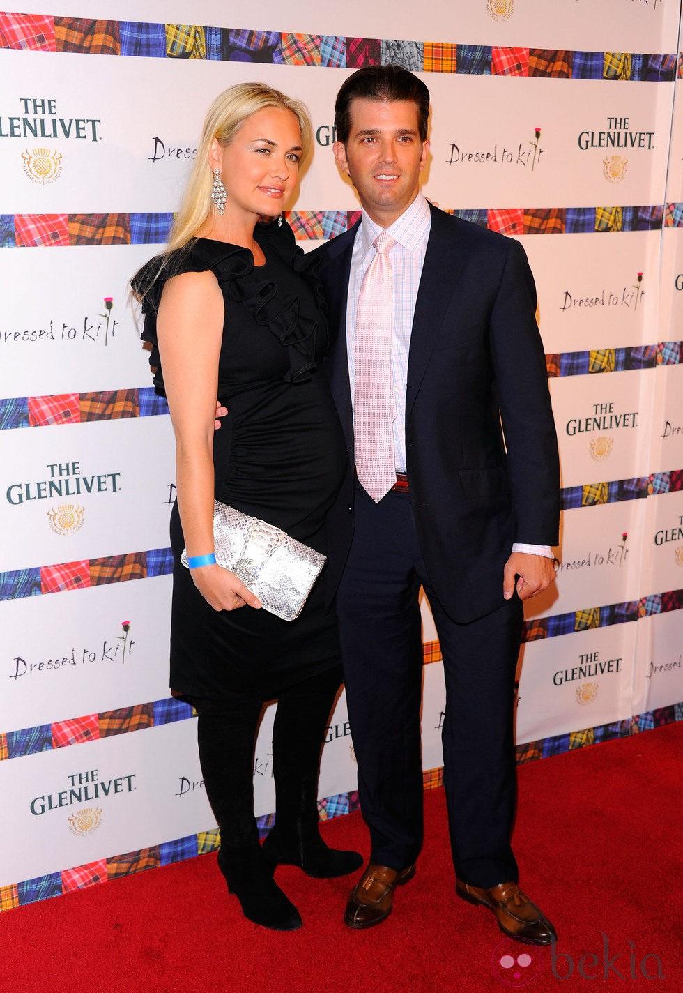 La modelo Vanessa y su marido Donald Trump Jr. durante el 9th desfile de faldas escocesas