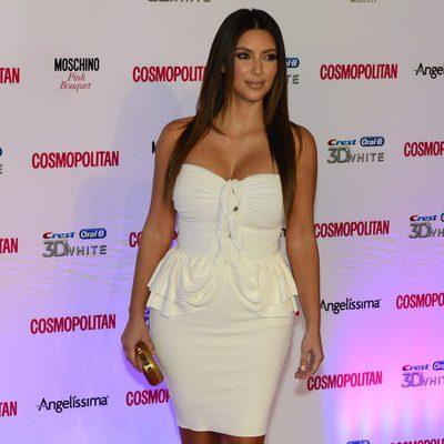 Kim Kardashian posa durante un evento de Cosmopolitan Magazine
