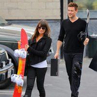 Lea Michele y Cory Monteith compran tablas de snowboard