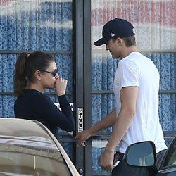 Mila Kunis y Ashton Kutcher pasean su amor por las calles de California
