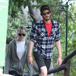 Emma Stone y Andrew Garfield paseando en California